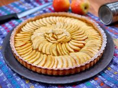 Nouvelle recette sucrée sur notre chaîne  Une magnifique tarte aux pommes par @marcderussit ! La recette classique comme ça vous ferez désormais des tartes aux pommes aussi belles que marc est beau héhéhé  N'oubliez pas de nous envoyer vos plus belles photos de vos réalisations sur les réseaux sociaux soit en nous mentionnant/identifiant soit en utilisant le hashtag #youcookcuisine  Ingrédients : - Pommes beurre sucre gousse de vanille cassonade sucre glace.