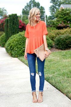 Agrega toques de color naranja a tus outfits
