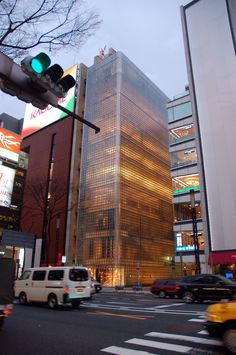 Maison Hermes by Renzo Piano Building Workshop / Image: flickr user japanese_craft_construction