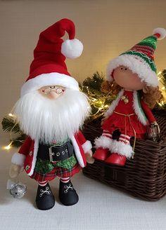 Christmas Flowers, Christmas Cards, Merry Christmas, Christmas Decorations, Christmas Ornaments, Holiday Decor, Fabric Patterns, Gnomes, Christmas Stockings