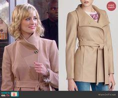 Caroline's biege coat on 2 Broke Girls.  Outfit Details: https://wornontv.net/45993/ #2BrokeGirls