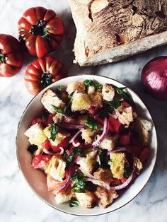 Panzanella salad recipe from Tuscany: the Tuscan Summer traditional panzanella with stale bread, tomatoes, and red onion. Get the recipe on Gourmet Project. Vegetarian Italian Recipes, Italian Salad Recipes, Tuscan Recipes, Italian Appetizers, Best Italian Recipes, Italian Dishes, Mediterranean Recipes, Italian Foods, Italian Cooking