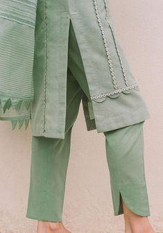 Pakistani Fashion Casual, Pakistani Dresses Casual, Pakistani Dress Design, Indian Fashion Dresses, Kurta Designs Women, Salwar Designs, Kurti Designs Party Wear, New Kurti Designs, Fancy Dress Design