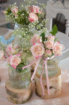 Vintage Hochzeit: Holzsstämme für die Hochzeitstafel / vintage wedding decoration: wooden plates for flowers made by Majalino via DaWanda.com