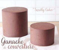 GANACHE POUR UN LISSAGE PARFAIT The cover of a layer cake is crucial, if it is not perfectly executed, nasty defects will still be visible on the finished cake. Food Cakes, Cupcake Cakes, Ganache Frosting, Parfait, Cake Blog, Cake & Co, Orange Recipes, Cake Designs, Cake Recipes