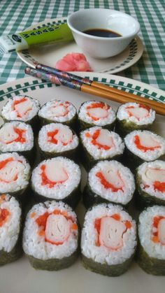 Maki Sushi  de cangrejo y huevas de salmón