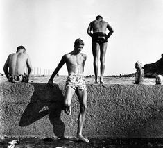 Max Dupain  Australia, 1911 – 1992  At Newport  1952, Sydney  gelatin silver photograph  31.5 x 34.0 cm (image)  d'Auvergne Boxall Bequest Fund 2009  Art Gallery of South Australia, Adelaide