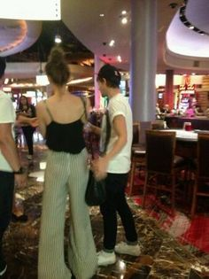 #1DNews Louis and @Eleanor Calder  at the hotel in Las Vegas yesterday.