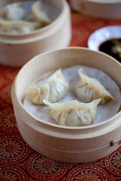 Steamed Dumplings - The tastiest morsels of pork and shrimp steamed in a bamboo steamer. Learn how to make the best Chinese dumplings just like Chinatown! Healthy Chinese Recipes, Easy Delicious Recipes, Asian Recipes, Yummy Food, Easy Recipes, Dumpling Dough, Dumpling Recipe, Homemade Dumplings, Chinese Dumplings