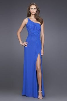 One-shoulder side slit chiffon ball gown