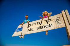 BARBIE E KEN VISITANO ISRAELE, MA SOLO IN FOTOGRAFIA  http://www.mcjpost.it/index.php/barbie-e-ken-visitano-israele-ma-solo-in-fotografia/#