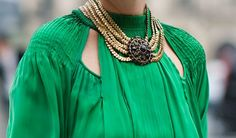 Love the green & the neck candy! Classy Outfits, Beautiful Outfits, Fall Outfits, Slytherin, Shades Of Green, Style Guides, Street Style, Style Inspiration, Emerald Green