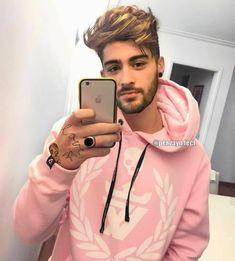 Who says boys look girly in pink? He looks damn sexy boi Cabelo Zayn Malik, Zayn Malik Hairstyle, Style Zayn Malik, Zayn Malik Photos, Ian Bohen, Peter Hale, Zany Malik, Beard Styles, Big Hair