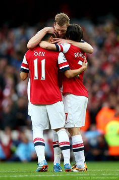 Mertesacker, Özil & Rosicky Celebrate vs Norwich 2013-2014.