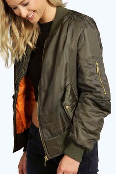 Green and Orange Bomber/Flight Jacket Never worn. Green and and orange bomber jacket. Swag Outfits, Casual Fall Outfits, Cute Outfits, Streetwear Mode, Streetwear Fashion, Orange Bomber Jacket, Cute Bomber Jackets, Light Jacket, Padded Jacket