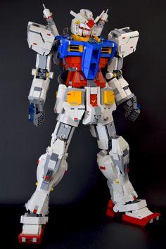 レゴだけで作りあげた「ガンダム」 クオリティが凄いと話題に (2016年8月19日掲載) - ライブドアニュース Lego Mecha, Robot Lego, Lego Bots, Lego Plane, Lego Machines, Amazing Lego Creations, Armadura Medieval, Lego Design, Lego Models