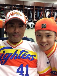 日本ハム、稲葉選手と谷口選手。谷口選手のTwitterより。