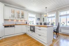 Ottestad - Herskapelig bolig ved Hamar. 5 sov, 3 stuer, må oppleves.