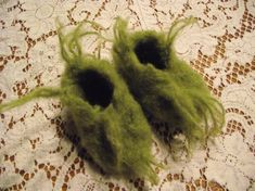 Baby fuzzy furry green slippers request your size by czappit Baby Grinch Costume, Grinch Halloween, Grinch Costumes, Grinch Christmas Party, Grinch Party, Christmas Mom, Halloween Costumes, Halloween Ideas, Holiday Fun
