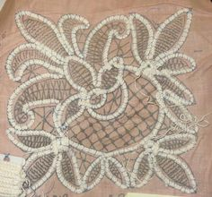 Free patterns for Romanian Point Lace - downloadble pdfs. No info on filler stitches at all :(