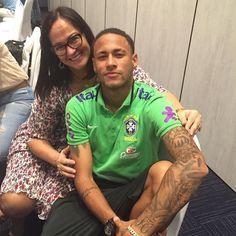 11.11.2015 Neymar mit seiner Mutter Nadine #repost #instagram @nadine.goncalves ••• Obrigada Deus,por me proporcionar estar com meu filho,de poder abraça-lo e dar um pouco da minha paz e fazer-lo...