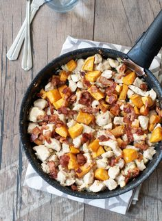 Baconös-édesburgonyás csirkemell - csakapuffin.hu Lunch Recipes, Meat Recipes, Chicken Recipes, Cooking Recipes, Healthy Recipes, Quick Meals, No Cook Meals, Good Food, Yummy Food