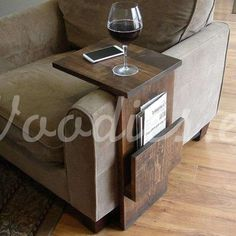Mesa auxiliar de madera marrón | Woodies