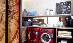 No espaço da lavanderia, a cor vermelha das máquinas de lavar e secar contrasta com os tons neutros e terrosos do resto do espaço Foto: Divulgação/Rodrigo Azevedo