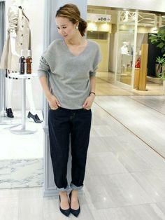 IENAのニット・セーターを使ったショップスタッフ イエナ渋谷 giiさんのコーディネートです。│大人シンプルにコーディネート足首を覗...