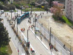 Arrivée du nouveau tramway rue Schweitzer à Besançon.
