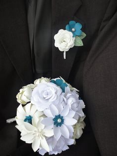 Items similar to Paper Rose Boutonniere - Wedding Paper Flower on Etsy Paper Flower Boquet, Origami Flower Bouquet, Paper Flower Arrangements, Paper Bouquet, Paper Flowers Wedding, Paper Flowers Diy, Paper Roses, Wedding Paper, Art And Craft Flowers