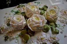 Salam semua  Ini adalah kusyen untuk majlis perkahwinan, untuk set cadar pengantin yang berwarna cream.   Saya sering ditanya melalui e...