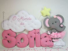 Child's Name Wall Decor: Stuffed Felt letters, accompanied by adorable felt elephant in a tutu with a cloud and star. Super cute! The text on this page is in Spanish. Would be great for Kennedy's room.