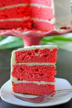Fresh Strawberry Cake With Lemon Buttercream Frosting !