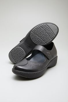 The Dansko Black Grey Milled Full Grain from the Annie collection.