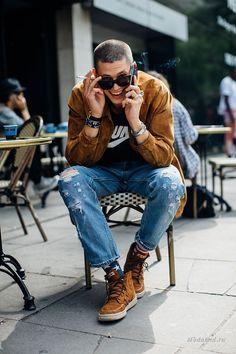 Уличная мода: Уличный стиль недели мужской моды в Лондоне сезона весна-лето 2017
