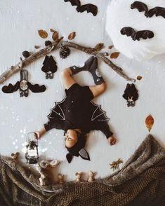 Halloween Baby Pictures, Halloween Bebes, Baby Girl Halloween, Baby Halloween Costumes, Photographie D' Halloween, Monthly Baby Photos, Foto Baby, Baby Boy Newborn, Baby Baby