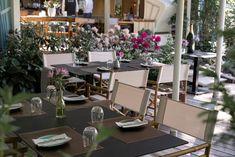 Die Kunst, den Moment zu genießen.....  #bistro #bar #151 #terrasse #klagenfurt #restaurant #enjoy #moments #essen #trinken #wohlfühlen #interiordesign #restaurantdesign #inspiration #designinspo Klagenfurt, Restaurant Design, Interiordesign, Moment, Table Settings, Bar, Inspiration, Patio, Kunst