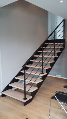 Stairs Metal Design Floors New Ideas Steel Stairs Design, Home Stairs Design, Stair Railing Design, Metal Stairs, Staircase Railings, Staircases, Rustic Stairs, Modern Stairs, Escalier Design
