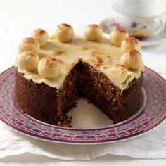 Mary Berry& Simnel Cake - Traditional English Easter cake with 11 marzipan balls to represent the disciples excluding Judas. Simnel Cake Easter, Mary Berry Easter, The Great British Bake Off, British Baking, Cake Servings, Cake Ingredients, Easter Treats, Easter Recipes, Easter Desserts
