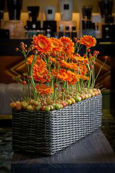 Autumn arrangement.  Great website on how to make arrangements - from France.