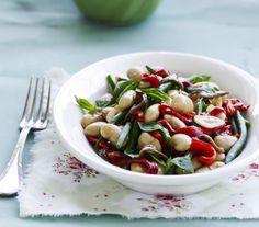 Skal din aftensmad være kødfri? Så prøv denne lækre smørbønnesalat i aften!