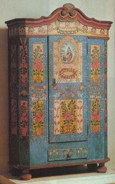 xx tracy porter...poetic wanderlust...-Painted cupboard. Adventures in the Czech Republic: Zumberk