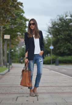 Zara Jeans and Spanish Bailarinas Oxfords / Derbies Curvy Fashion, Look Fashion, Trendy Fashion, Fashion Outfits, Womens Fashion, Travel Outfits, Black Blazer With Jeans, Blazer Jeans, Black