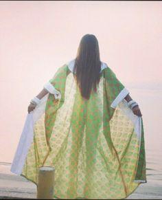 Ajorca #abaya #caftan #kaftan #bisht #islamicdress #arab For more abaya & caftan inspiration please visit my page: www.pinterest.com/santanadxb/abayas-bishts-kaftans-jalabiyas/