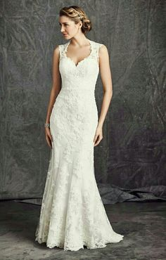 Klassieke Ella Rosa trouwjurk gemaakt van prachtig kant.. Simpelweg tijdloos..