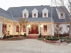 Love this traditional Christmas decor!  #christmasdecor homechanneltv.com