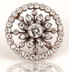 19th century diamond brooch in 18k gold #estatejewelry