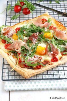 Plaattaart met ei en ham - Mind Your Feed Home Recipes, Cooking Recipes, Arabic Bread, Hamburger Pizza, Oven Dishes, Breakfast Bake, Vegetable Pizza, Love Food, Tasty