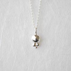 kleiner weißer Anhänger Sterling Silber, silber Kügelchen, zarte Halskette mit Anhänger , Silbertropfen, weiße Kugel, Bindi, zur Hochzeit